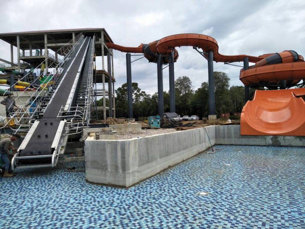 Raft Conveyor for themed park (wide view)